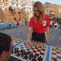 Στα Χανιά η παγκόσμια πρωταθλήτρια στο σκάκι, έπαιξε απέναντι σε 33 αντιπάλους στο Ενετικό Λιμάνι (Photos)