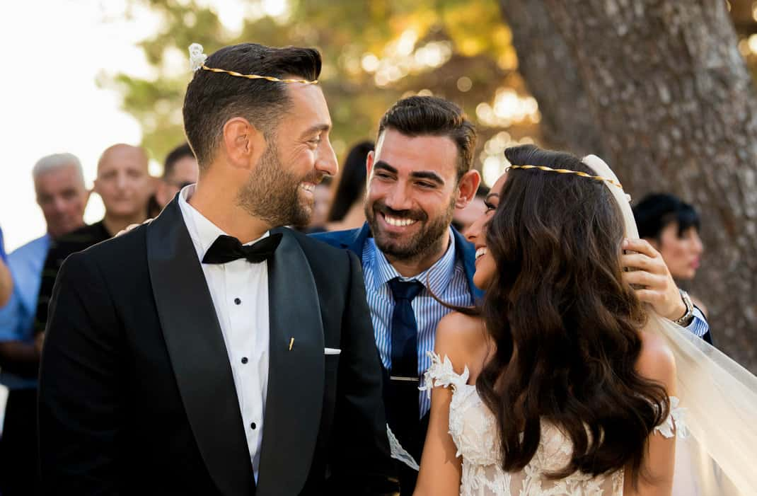 Χανιά: Λαμπερός γάμος για τον σχεδιαστή νυφικών Αντώνη Πολέντα – Ο κουμπάρος ηθοποιός από το «Τατουάζ»