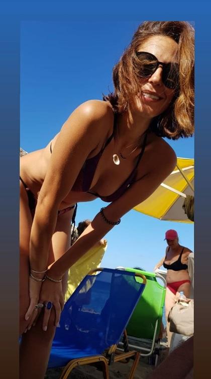 Κατερίνα Παπουτσάκη: Σέξι πόζες με μαγιό στην Σητεία!(photo)