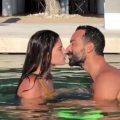 Το φιλί στην πισίνα που διακόπηκε… ξαφνικά