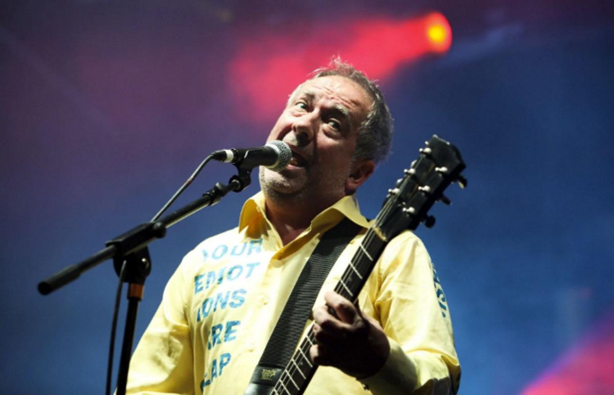 Πέθανε στα 63 του από ανακοπή καρδιάς γνωστός τραγουδιστής!