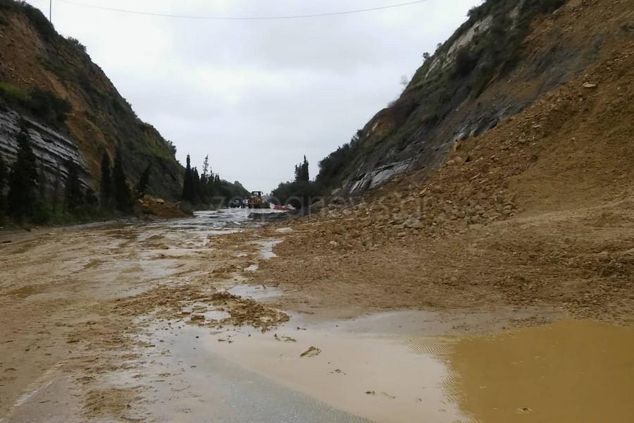 Έπεσε το βουνό στην Εθνική στα Χανιά - Κατολισθήσεις και στα δυο ρεύματα κυκλοφορίας (φωτο)