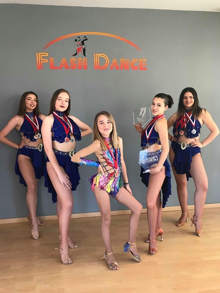 Οχτώ διακρίσεις απέσπασαν οι μαθήτριες της σχολής Flash Dance Studio από τα Χανιά στους διαγωνισμούς χορού Euroson Latino και Salsa Spring Dance Cup που έγιναν στο Club Hotel Casino Loutraki.