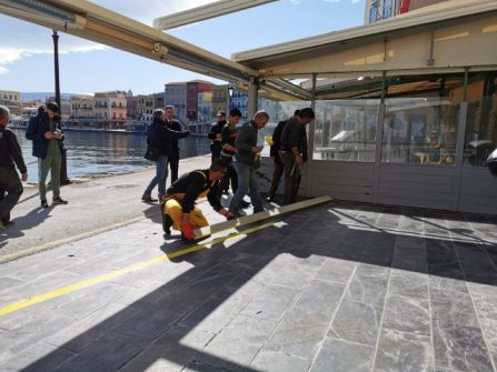 Χανιά: Κωμικοτραγικές διαγραμμίσεις στο Ενετικό Λιμάνι! - Έντονες οι αντιδράσεις (video)