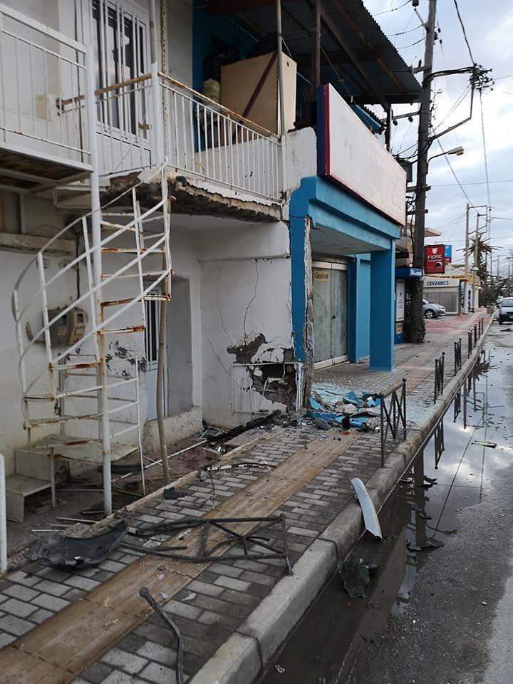 Χανιά: Αυτοκίνητο έπεσε πάνω σε τοίχο σπιτιού (φωτο)