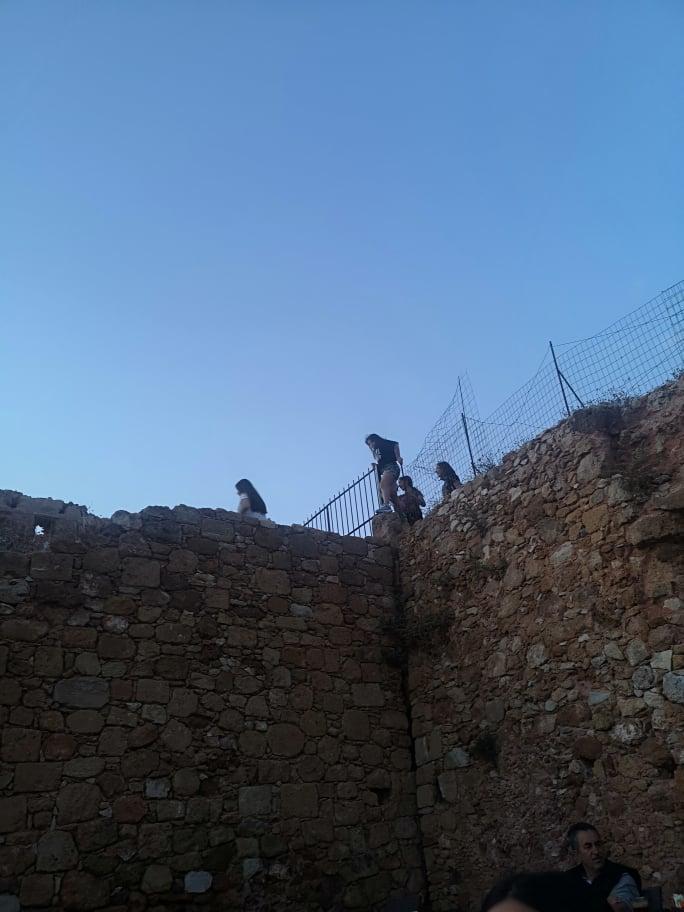 Χανιά: Ριψοκίνδυνα παιχνίδια στα Ενετικά τείχη (φωτο)