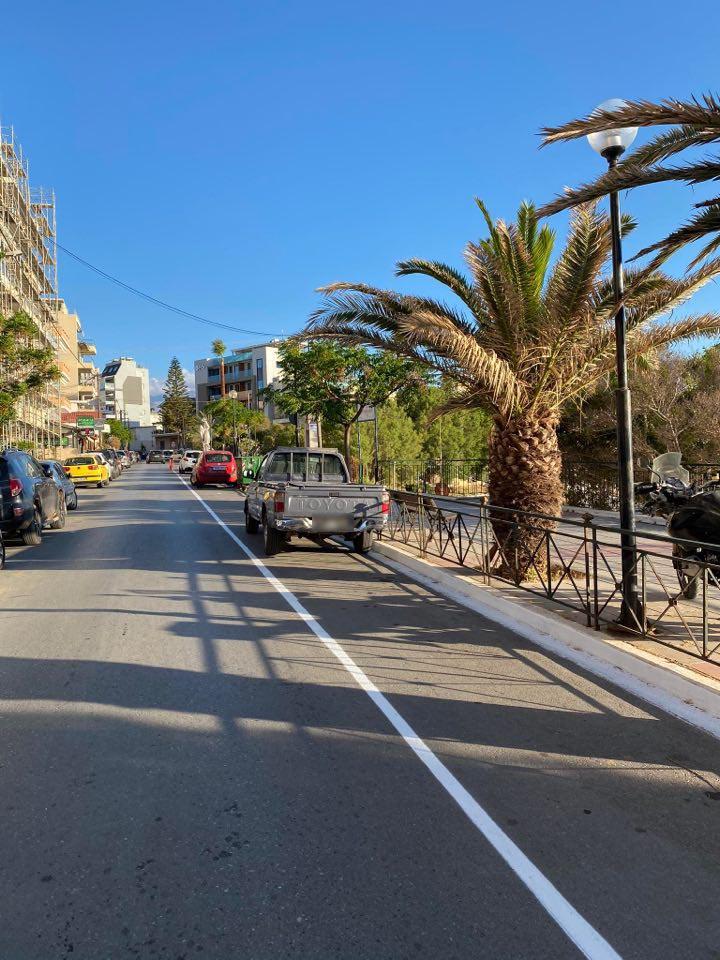 Χανιά: Έπεσαν οι πρώτες κλήσεις για στάθμευση στον ποδηλατόδρομο (φωτο)