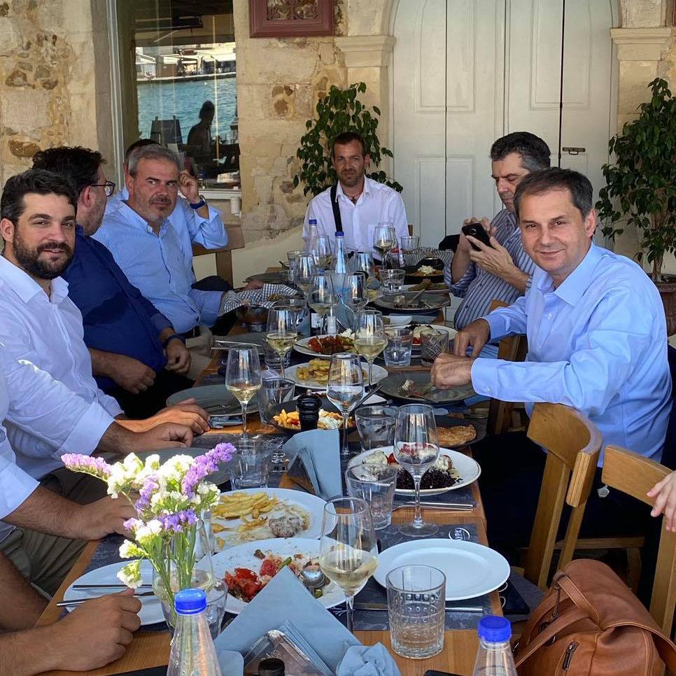 Χανιά: Γεύμα Θεοχάρη, Φραγκάκη με επιχειρηματικούς φορείς (φωτο)