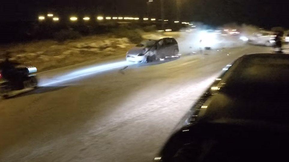 Τρομακτικό τροχαίο - Έτρεχε με ιλιγγιώδη ταχύτητα και παρέσυρε αυτοκίνητο και μηχανή (video)