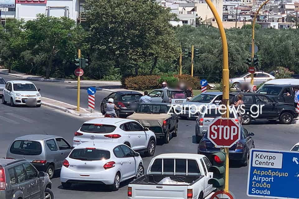 Χανιά: Απίθανη καραμπόλα στον Κλαδισό με τέσσερα αυτοκίνητα (φωτο)