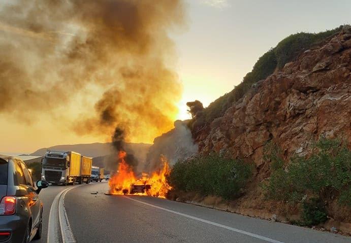 Παρανάλωμα του πυρός αυτοκίνητο στην Εθνική (φωτο - video)