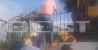 Πατέρας πάει να μπει σε κατάληψη και... τρώει καρέκλα (video)