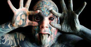 Ο δάσκαλος που «κόπηκε» από νηπιαγωγείο λόγω των τατουάζ του (video)