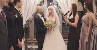 Bodybuilder παντρεύτηκε την αγαπημένη του πλαστική κούκλα! (video)