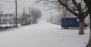 Χανιά: Στα άσπρα για πρώτη φορά εφέτος ο Ομαλός- Χιονίζει από τη νύχτα (φωτο)
