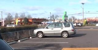 Έκλεψε αμάξι και γύρισε να βάλει τις φωνές στη μητέρα επειδή άφησε μέσα τον 4χρονο γιο της (video)